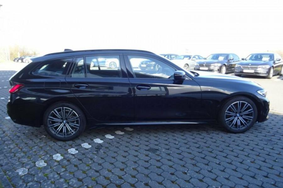 Importer une BMW 320d Touring M Sport LED NAV PDC SHZ Tempomat